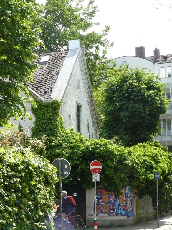Typische Wohnstraße im Viertel; Lizensiert unter CC BY-NC-SA by Zauri